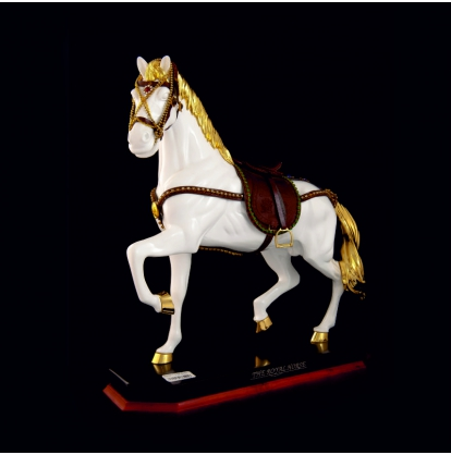 Статуэтка- Конь на мраморе